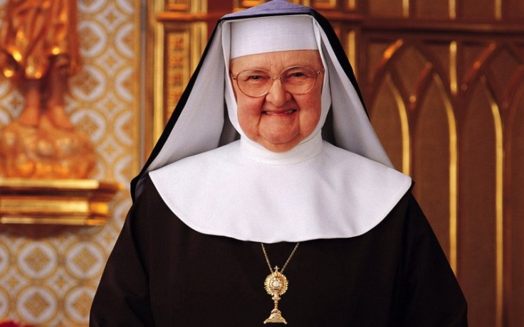 20151130T1518-703-CNS-MOTHER-ANGELICA-FEEDING1-800x500